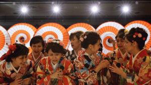 AKB48 グループ初のじゃんけん選抜ユニット じゃんけん民 シングル「逆さ坂」MV ©AKS