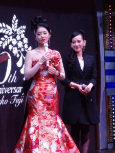 藤あや子(左)・篠原ともえ(右)